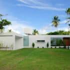 Beautiful White House by Bento e Azevedo Arquitetos Associados