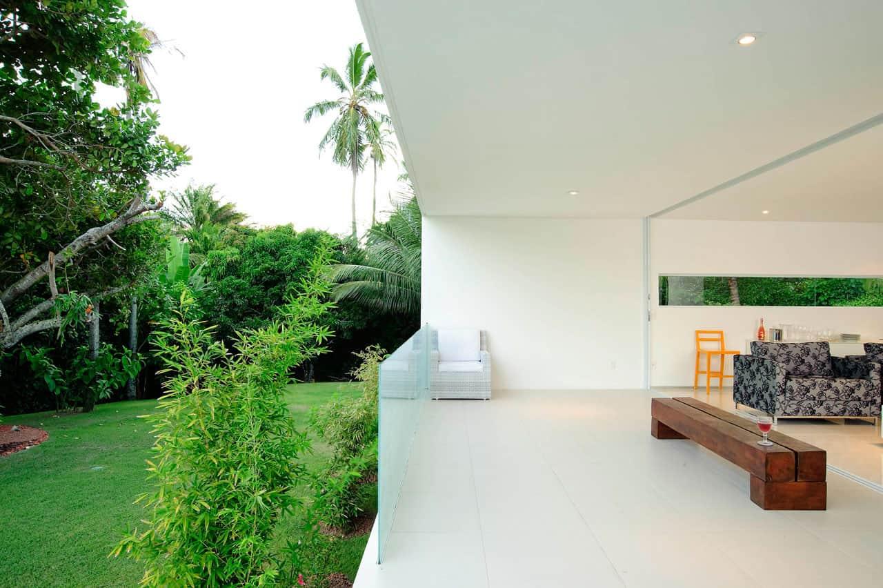 Beautiful white house by bento e azevedo arquitetos associados - Cubiertas para casas ...