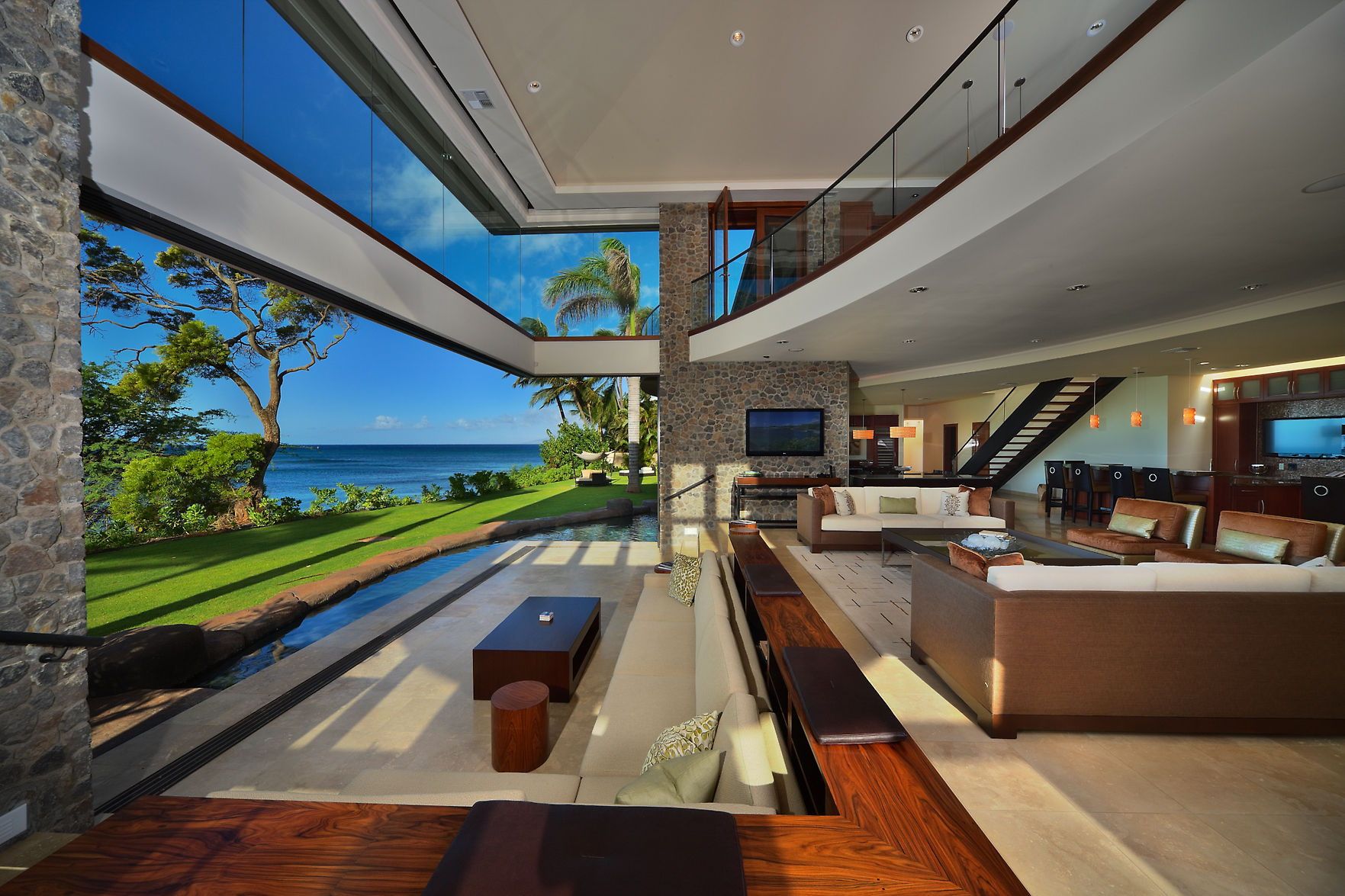 Stunning New Luxury Residence in Hawaii by Arri Lecron Architects