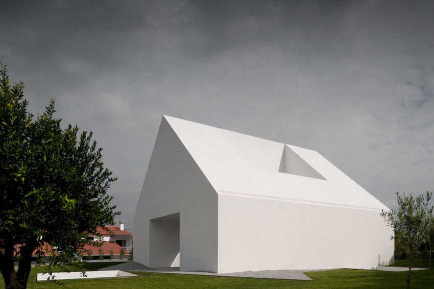 Windowless House in Portugal by Aires Mateus & Associados