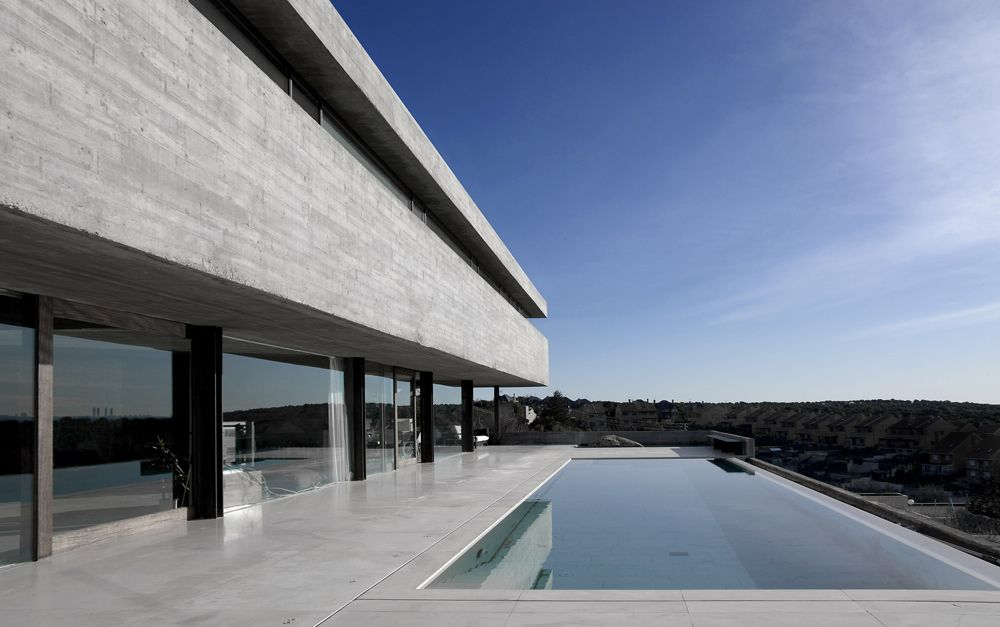 Impressive Concrete House in Madrid by Iñaqui Carnicero