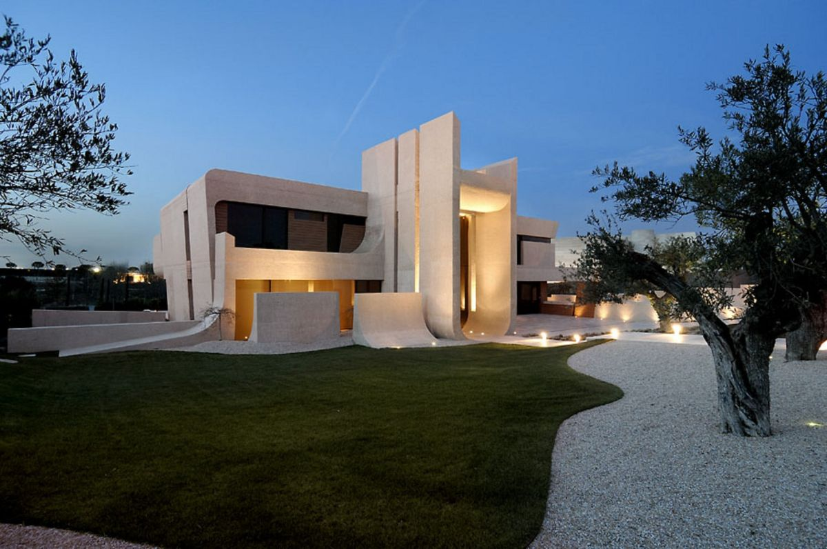 Concrete House in Madrid by A-cero Architects