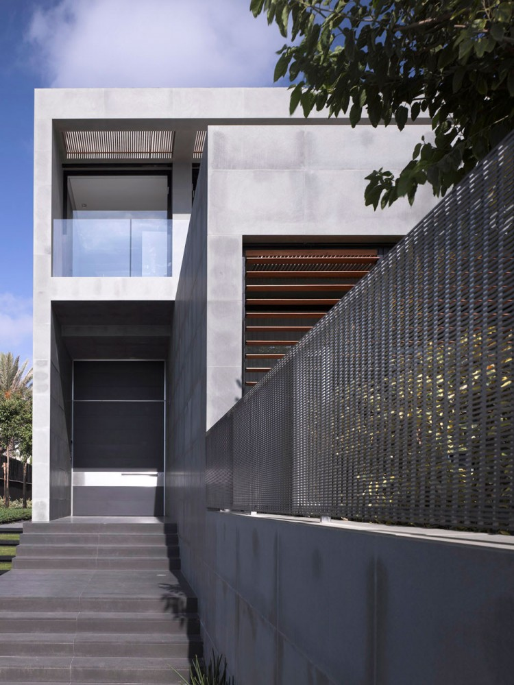 Modern Concrete House With Glass Walls: Modern Concrete Beach Home In Israel By Pitsou Kedem Architect
