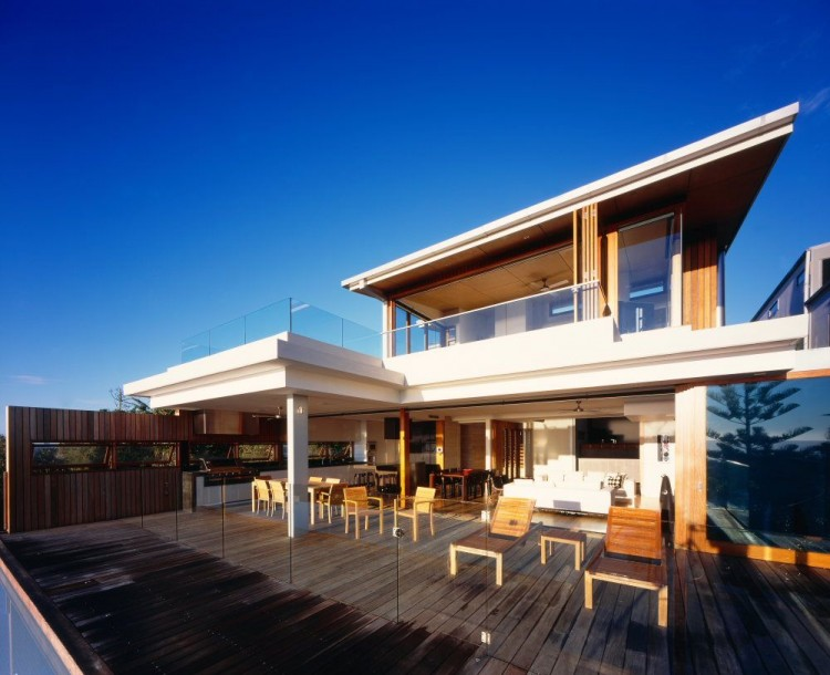Contemporary beach front residence by middap ditchfield architects