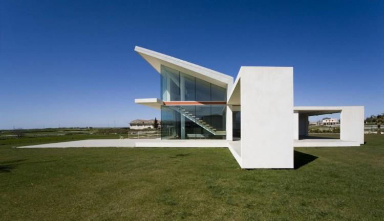 house made of glass and concrete in sicily by architrend architecture