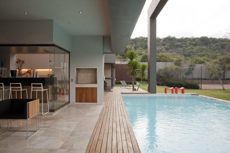 Eccleston Drive Residence by Nico Van Der Meulen Architects