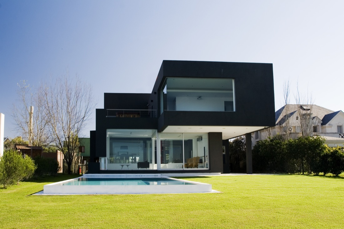 The Black House by Andres Remy Arquitectos