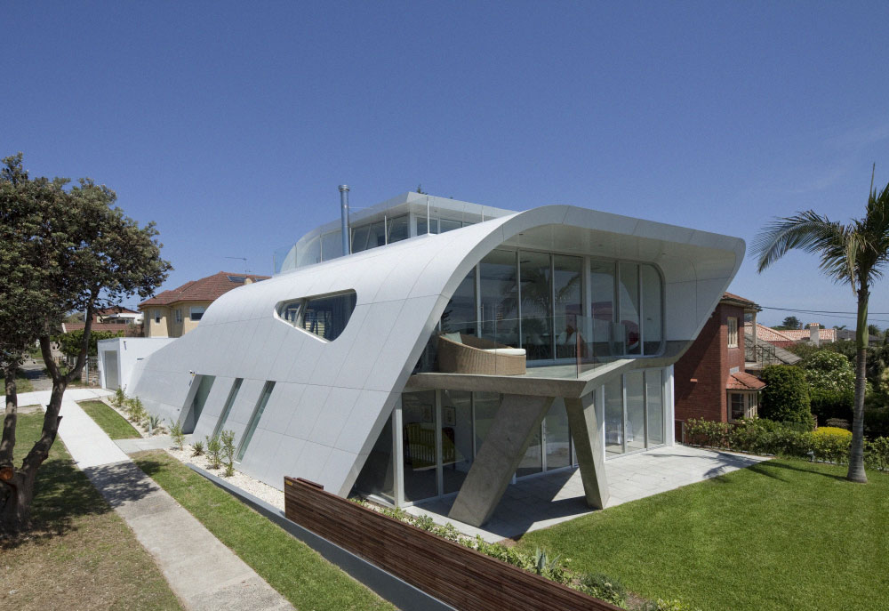Moebius House by Tony Owen Partners