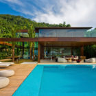 Laranjeiras Residence by Fernanda Marques Arquitetos Associados