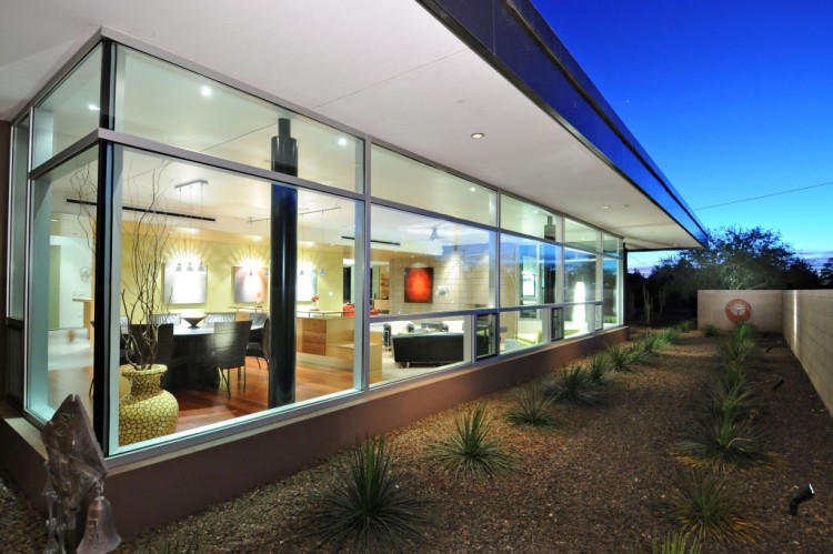 Energy efficient contemporary home in phoenix for Modern home builders phoenix