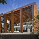 Cove Way House in Singapore by Bedmar and Shi