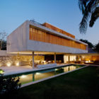 House 6 by Marcio Kogan