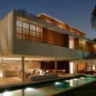 House 6 by Marcio Kogan