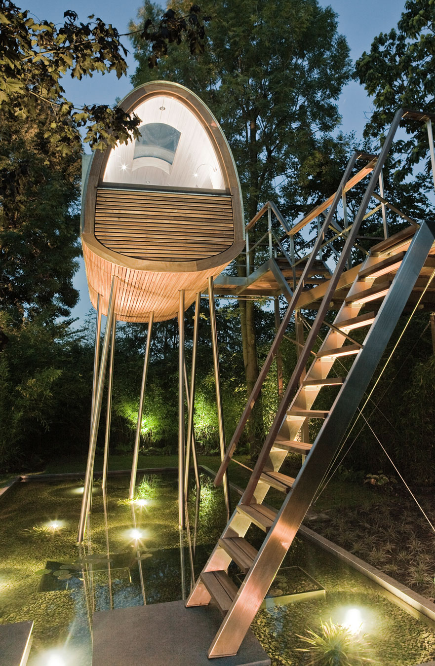 King of the Frogs Treehouse by Baumraum