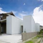 Oshikamo House by Katsutoshi Sasaki