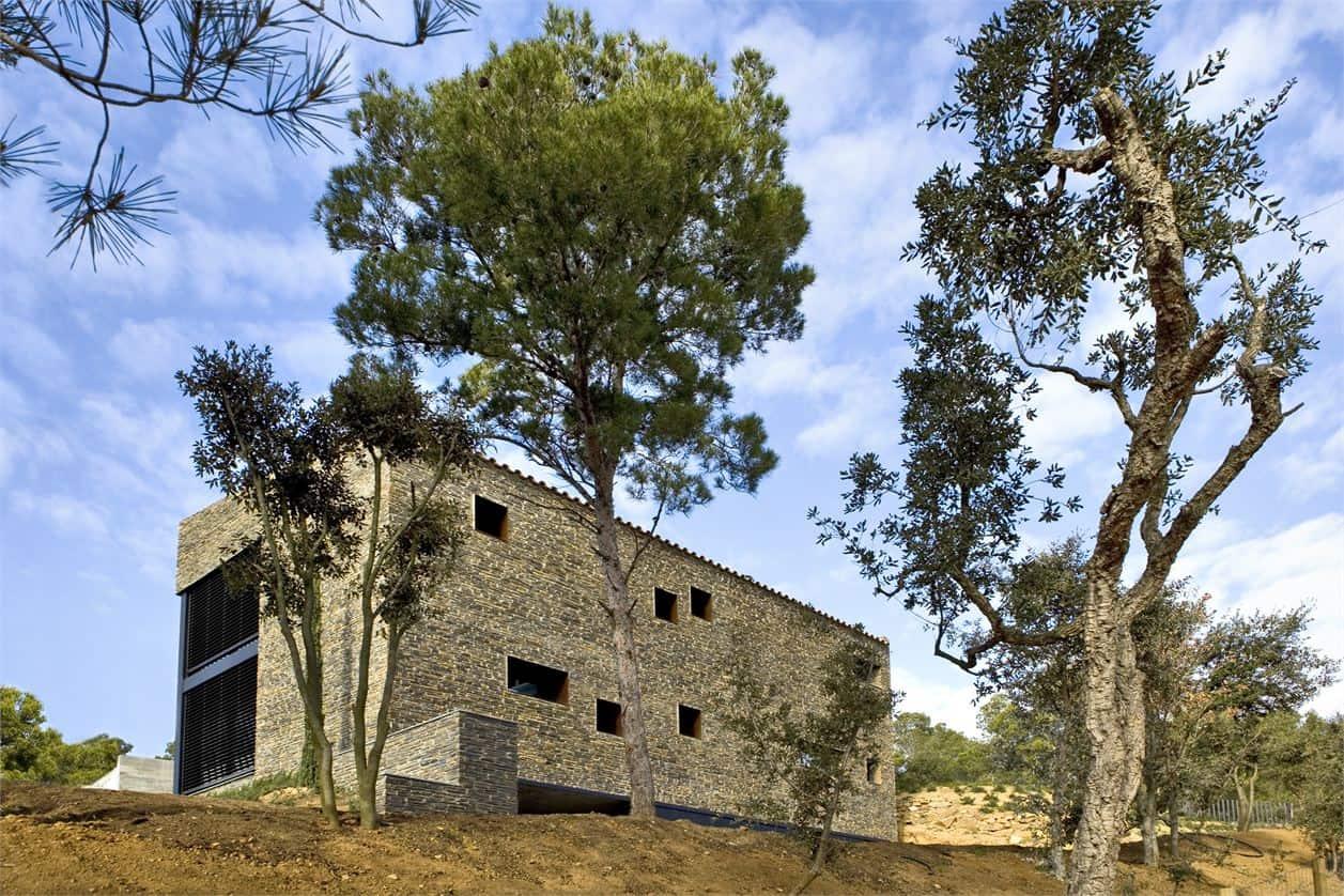 Mont-ràs Residence by Marta Garcia-Orte and Antonio Zamora
