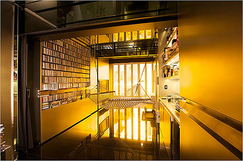 01-Tiny-Apartment-in-Hong-Kong