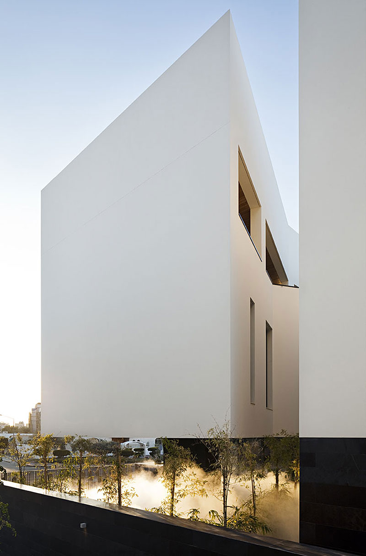 Secret House By Agi Architects - The-contemporary-black-and-white-house-by-agi-architects