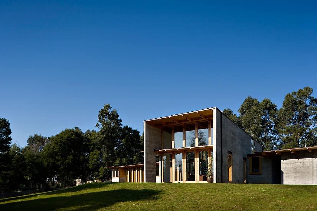 House in Madalena by Castanheira & Bastai Arcquitectos Associados