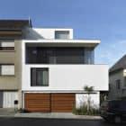 PPLB 0422, a Low Energy House in Town by STEINMETZDEMEYER Architectes Urbanistes