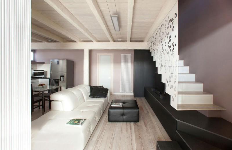 Casa ld by egovitaminacreativa for Piani di casa con scala curva