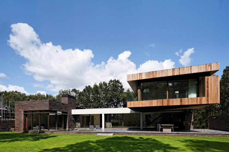House at the Edge of a Forest by Hilberink Bosch Architects