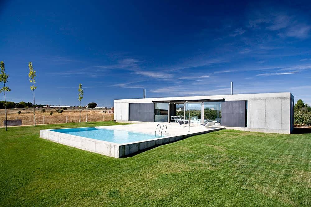 Anton House by Javier de Antón Freile