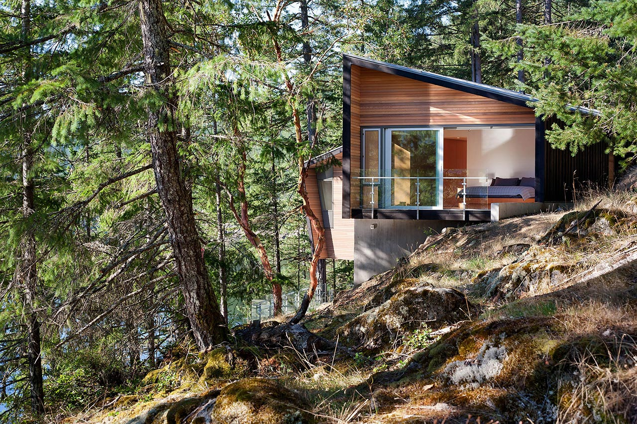 Gambier Island Retreat by Battersby Howat Architects