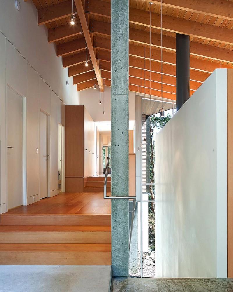 Gambier island retreat by battersby howat architects for Holzhaus modern einrichten