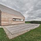 Summer House in Southern Burgenland by Judith Benzer Architektur (1)