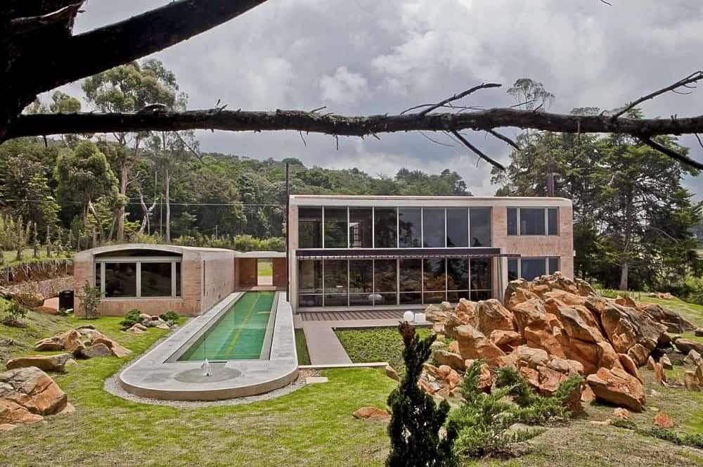 Contemporary Family Residence by Oscar Mesa (2)
