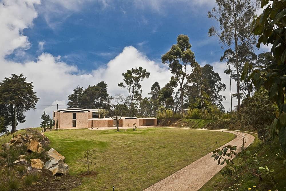 Contemporary Family Residence by Oscar Mesa (5)