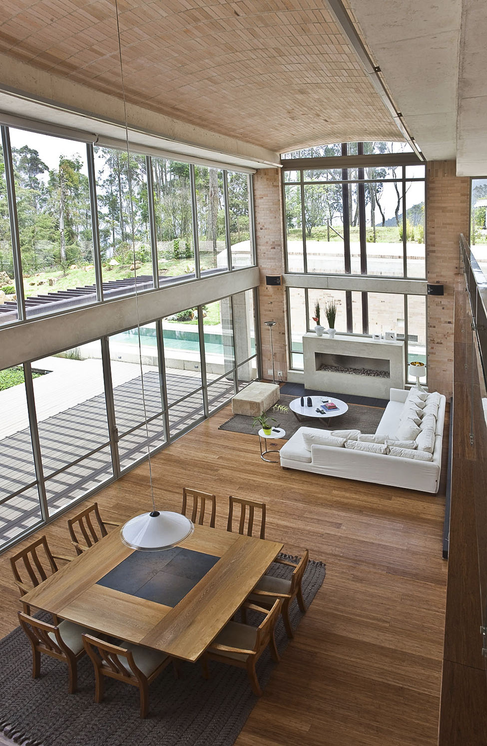 Contemporary Family Residence by Oscar Mesa (8)