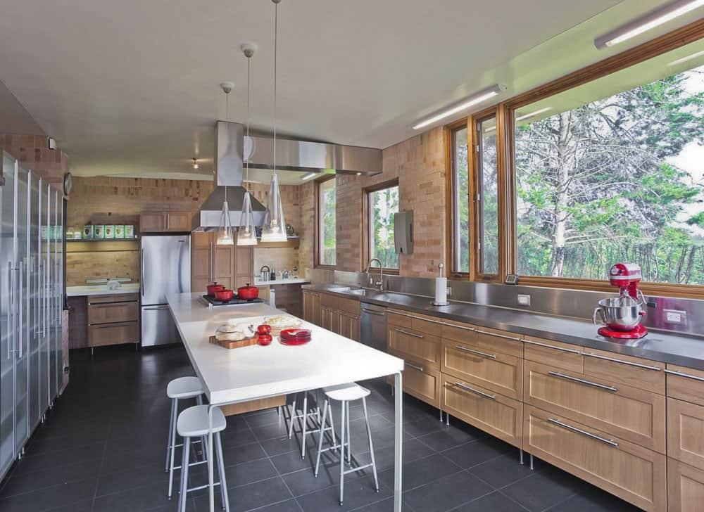 Contemporary Family Residence by Oscar Mesa (10)