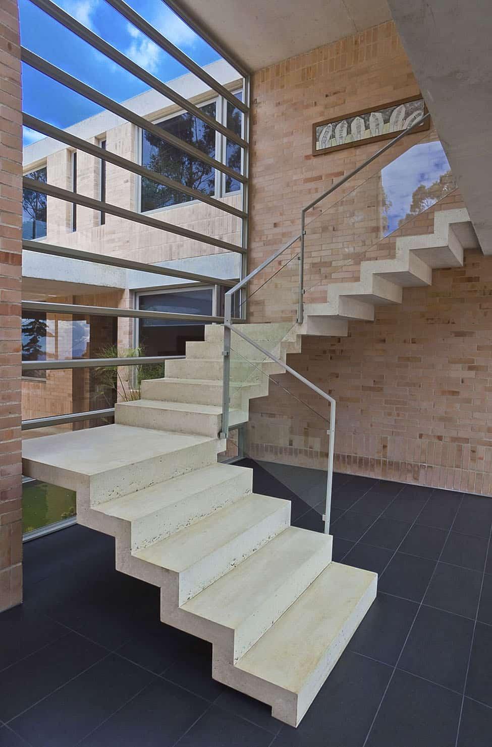 Contemporary Family Residence by Oscar Mesa (13)