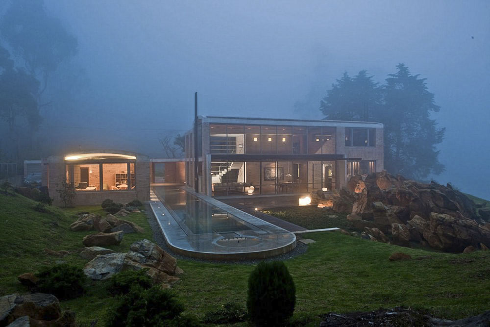 Contemporary Family Residence by Oscar Mesa (16)