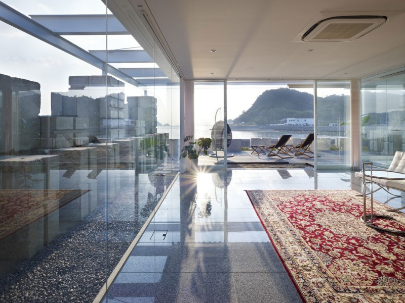 Glass House by NAF Architect and Design