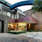 House The by Nico van der Meulen Architects (1)