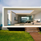 Beach House in Las Arenas by Javier Artadi Arquitectos (3)