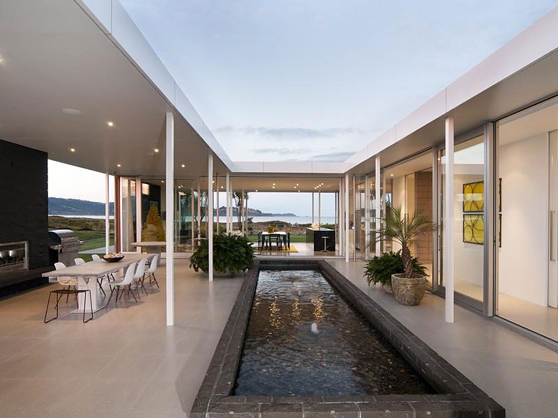 Taumata Road Residence by Simon Carnachan