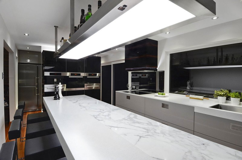 A contemporary kitchen in australia by darren james for Professional home kitchen ideas