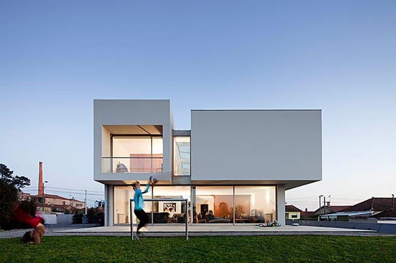 Paramos House by Atelier Nuno Lacerda Lopes