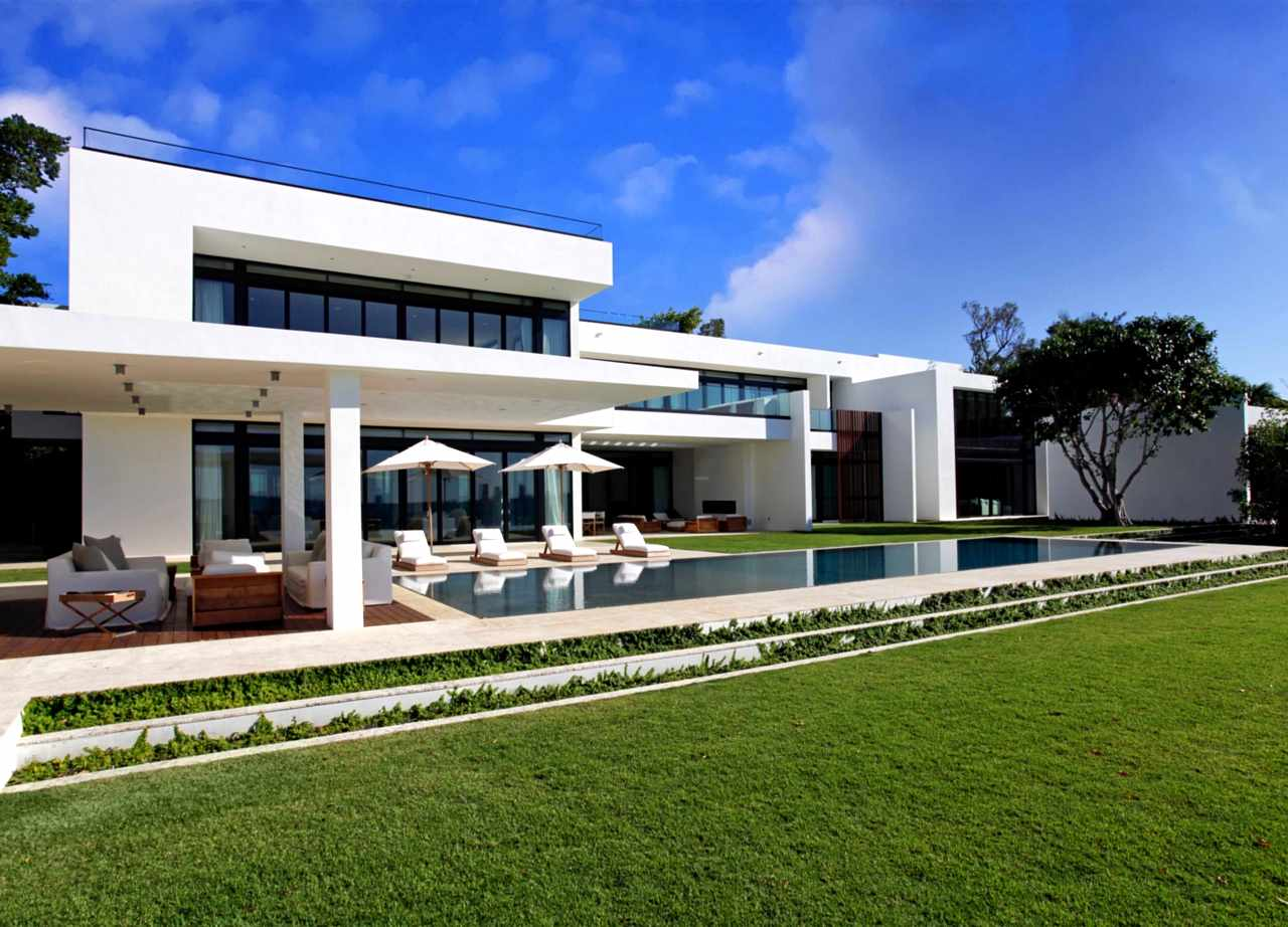 Stunning Waterfront Modern Masterpiece by Ralph Choeff in  Miami Beach (1)