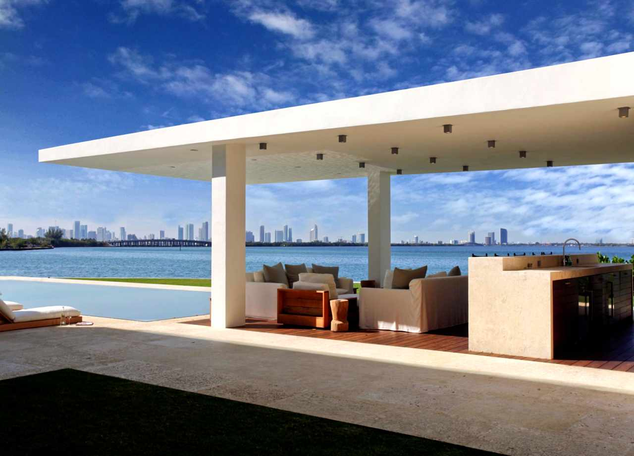 Stunning Waterfront Modern Masterpiece by Ralph Choeff in  Miami Beach (3)