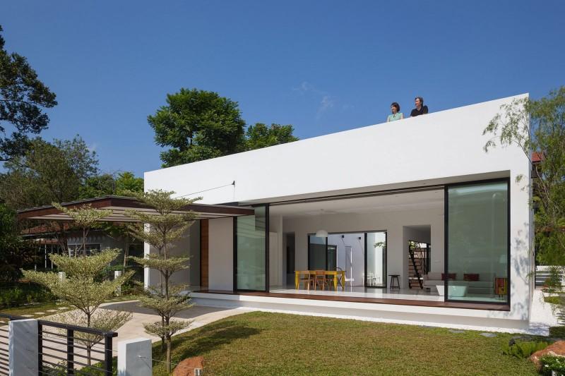 Mandai courtyard house by atelier m a for Jardines modernos minimalistas