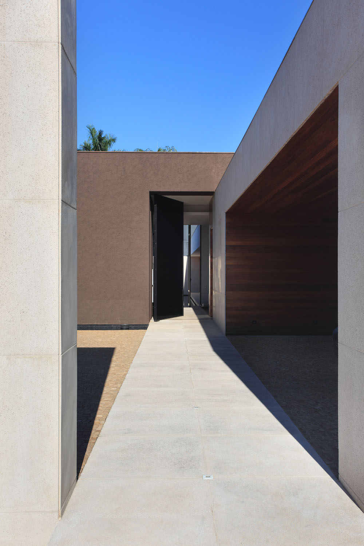 OM House by Studio Guilherme Torres (3)