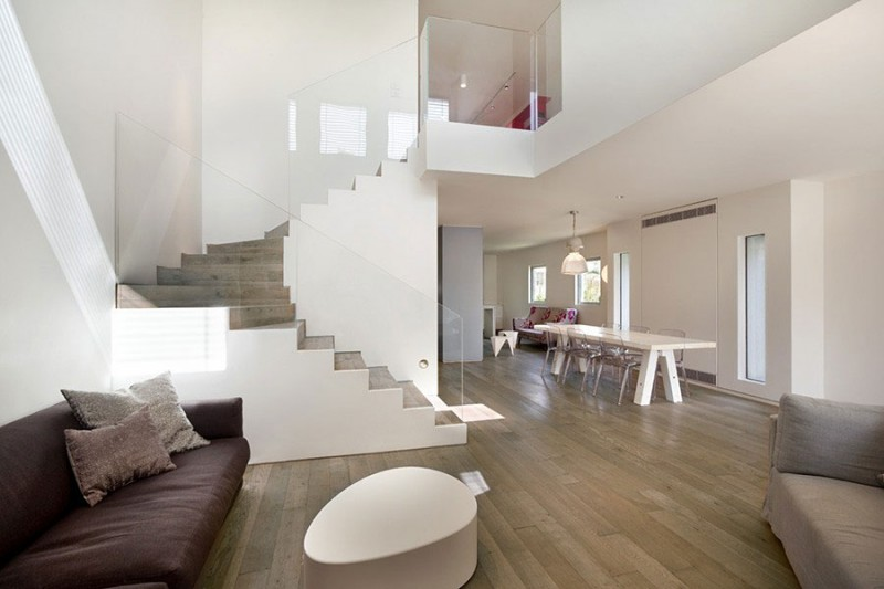 Townhouse tel aviv by levy chamizer architects for Townhouse interior design
