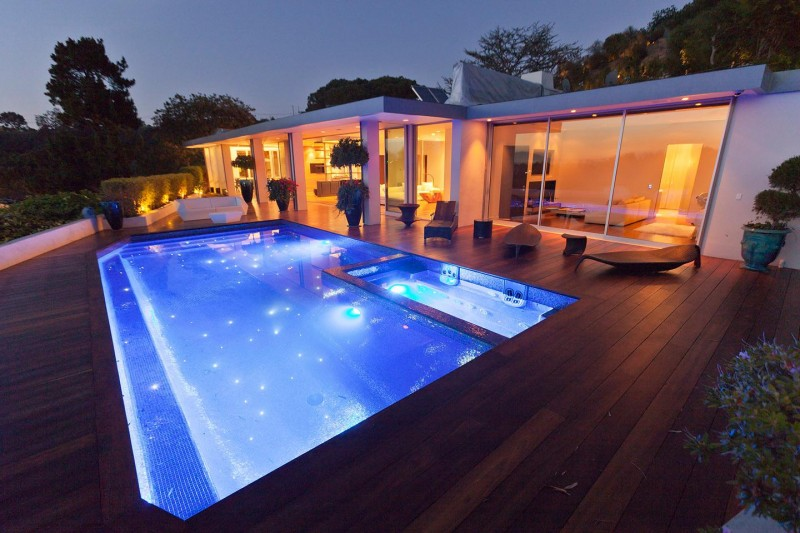 Beverly hills house by jendretzki - Beverly hills public swimming pool ...