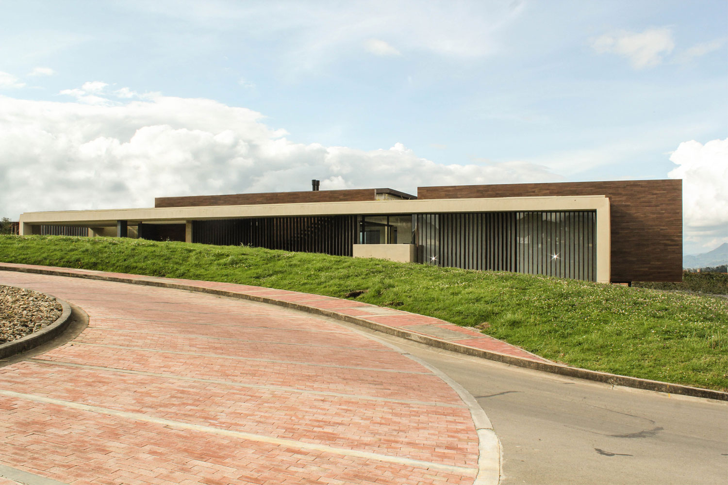 AR House by Campuzano Architects (1)