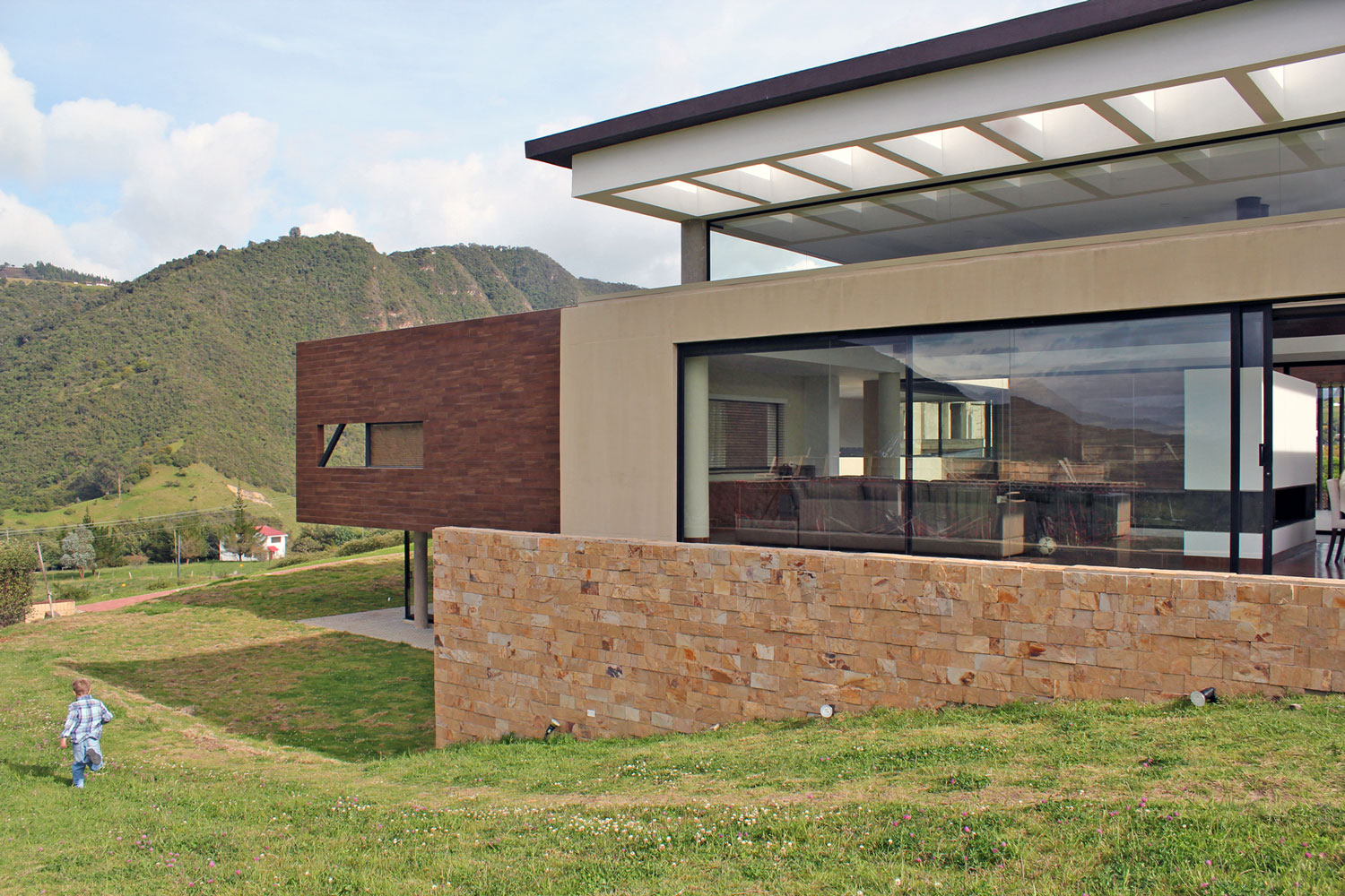 AR House by Campuzano Architects (2)